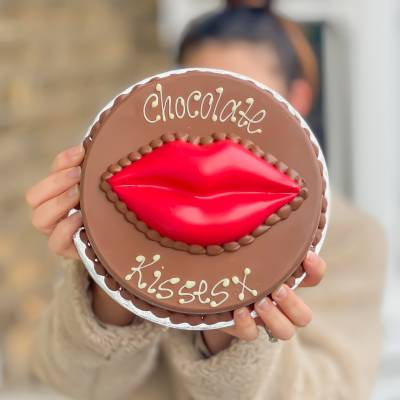 Giant Smash Kiss Cake