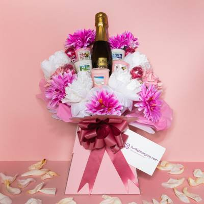 Pretty in Pink Prosecco, Chocolate and Yankee Candle Bouquet
