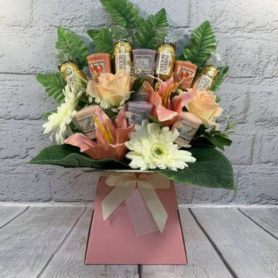 Yankee Candle Flowers and Chocolate Bouquet