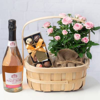 Pinot Rose Gift Basket
