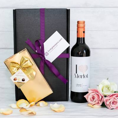 Red Wine and Belgian Chocolates Gift - Funkyhampers Gifts