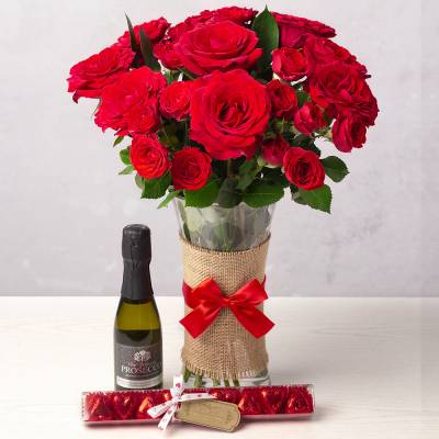 Romantic Red Roses Gift Set