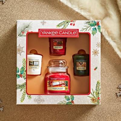 Yankee Candle Magical Christmas Morning Three Votive Candle and Jar Gift Set