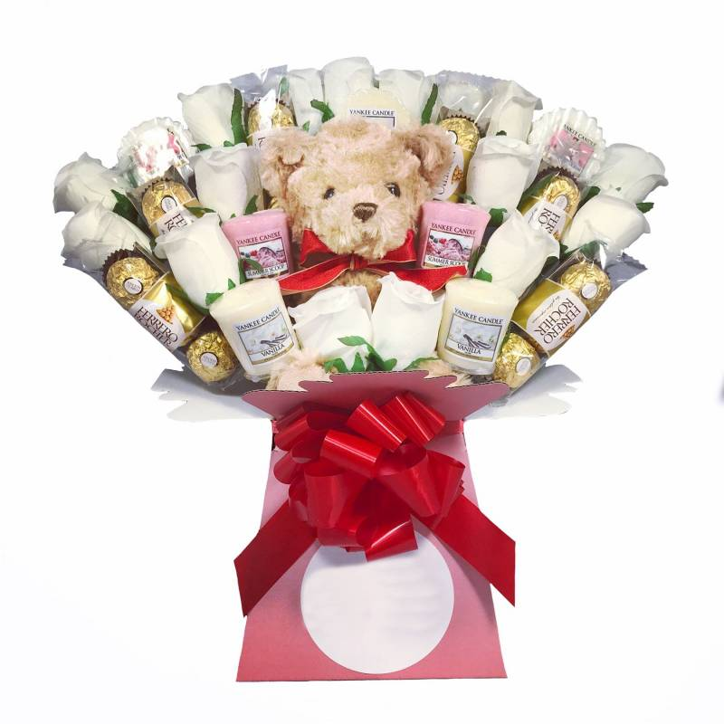 Yankee Candle Teddy and Ivory Roses Bouquet