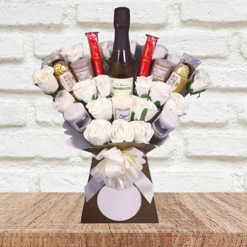 Ivory Yankee Candle and Prosecco Chocolate Bouquet