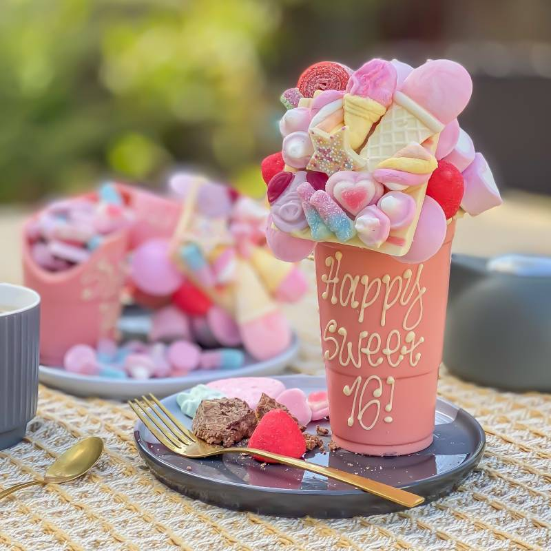 Pink or Blue Personalised 1KG Belgian Chocolate Smash Cup